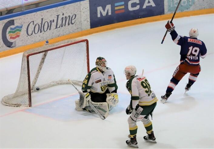 Jonas Oppøyen kom alene med MS-keeperen to ganger i samme bytt, på det andre forsøket kom goalen. Foto: André Kjernsli