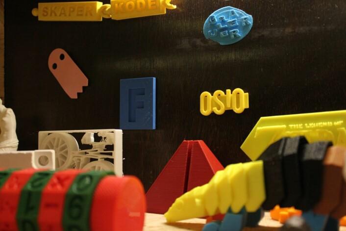 Ting laget med 3D-printer på folkeverkstedet på Deichman hovebiblioteket på Hammersborg. Foto: Sunniva Adam/Deichman