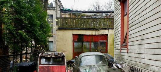 Etter 10 år med skrot og forfall i Rosenhoffgata får naboene støtte: - Eier bør få tvangsmulkt, mener Ap