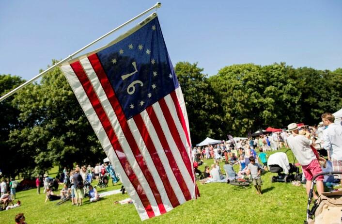 Hvert år 4. juli feirer både amerikanere og nordmenn USAs nasjonaldag i Frognerparken. I flere tiår har amerikanske veteranbiler vært en del av festen. Foto: Vegard Wivestad Grøtt / NTB scanpix