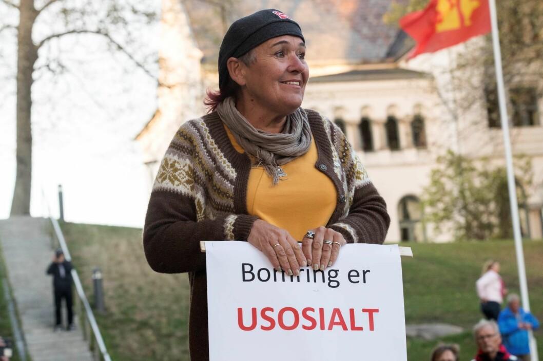 I motsetning til hva denne bompengeaksjonisten mener, svarer mange at bompenger er sosialt og bra for miljøet. Foto: Terje Bendiksby / NTB scanpix