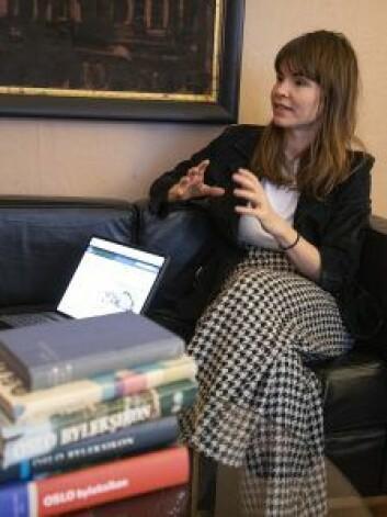 Astrid Ledang er stolt over at oppslagsverket nå teller 6878 oppslagsord. Foto: Olav Helland