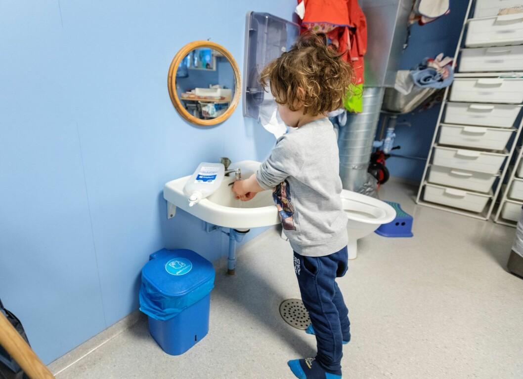 Sykehjem, barnehager og skoler må få nødvendig informasjon om hvordan de kan begrense smitten. Foto: Gorm Kallestad / NTB scanpix