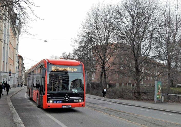 60-bussene fikk problemer med å kjøre i Økernveien. Her ved Tøyen skole. Foto: Anders Høilund