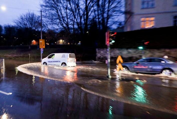 Det er meldt kaldere vær og kuldegrader. Det kan føre til ytterligere problemer ettersom vannet fryser. Foto: Ørn E. Borgen / NTB scanpix