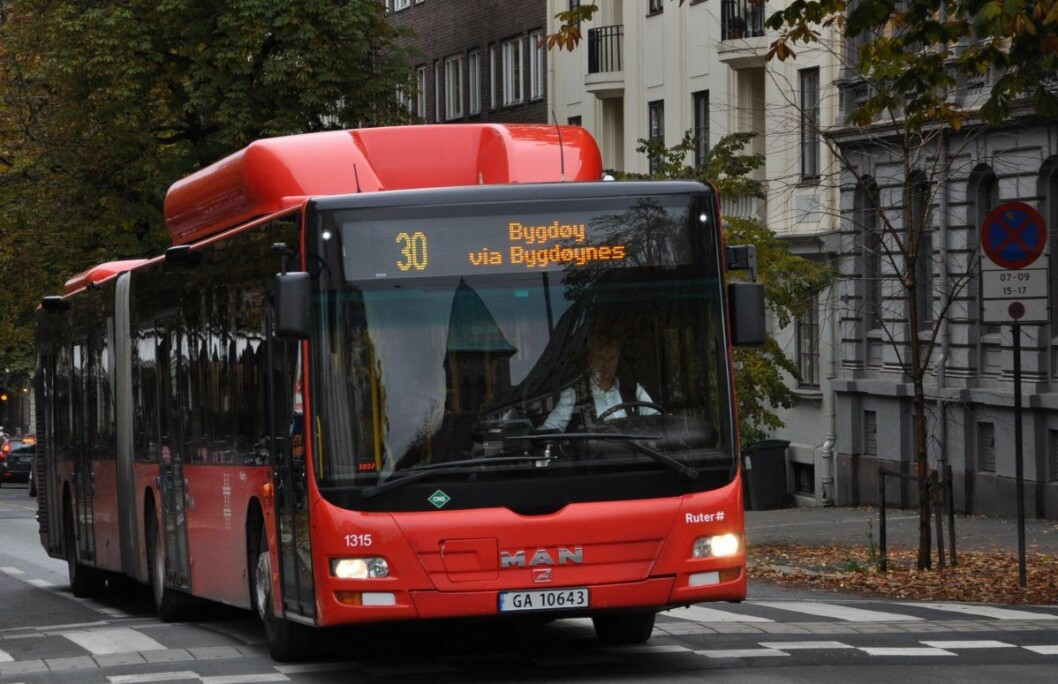 — Bygdøy allé er trase for busslinjene 30, 31 og 20. Alle linjer er berørt av forsinkelsene. Utgående busser, mot vest, har fått størst forsinkelser siden det er i denne retningen det var kollektivfelt tidligere, opplyser Ruter. Foto: Arnsten Linstad