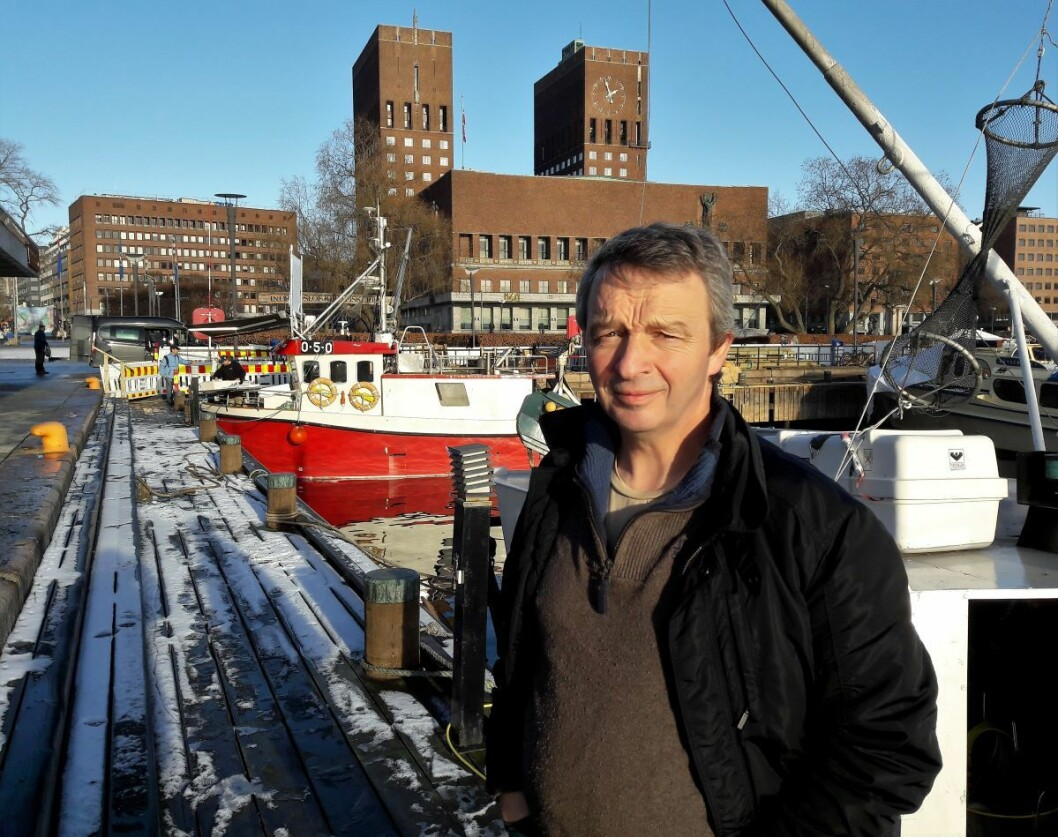 Nå er det bare tre båter som fortsatt selger fisk til kundene på Rådhuskaia. Leder i Indre Oslofjord fiskerlag, Geir Solhaug, håper på hjelp og forståelse fra politikerne i Rådhuset. Foto: Anders Høilund
