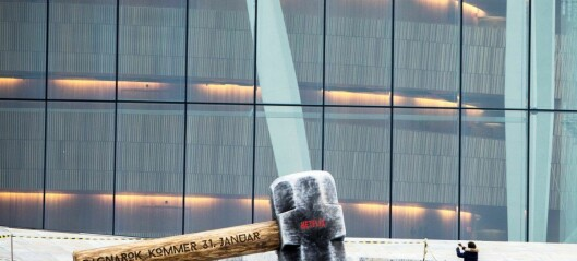 - Giganthammeren på Opera-taket bør merkes som reklame på sosiale medier, mener Forbrukertilsynet