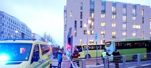 Fotgjenger alvorlig skadd etter busspåkjørsel i Dronning Eufemias gate