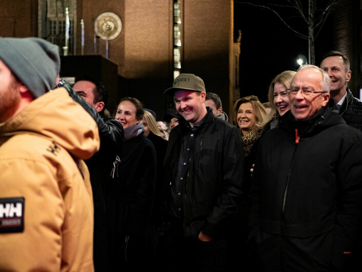 Styreleder Morten Guldvik (i midten med Raadhuset caps) fikk sin drøm oppfylt med åpningen av Raadhuset. Foto: Martin Myklebust