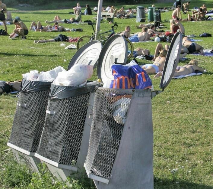 Blir bymiljøetatens innsparingsforslag godkjent, kan mange av byens parker raskt bli overfylt av søppel.<br />Foto: Knut Fjeldstad / NTB scanpix