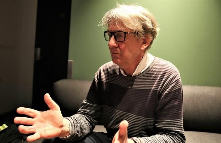 Clemens Saers snakker med stort engasjement om det han har opplevd. Foto: André Kjernsli