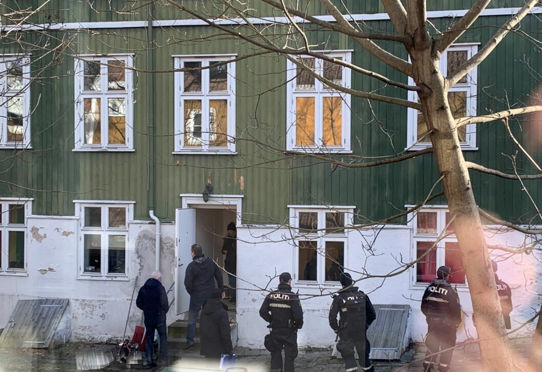 I 12-tida ble ungdommene kastet ut av plankehuset på Rodeløkka. Foto: Hans Comtet