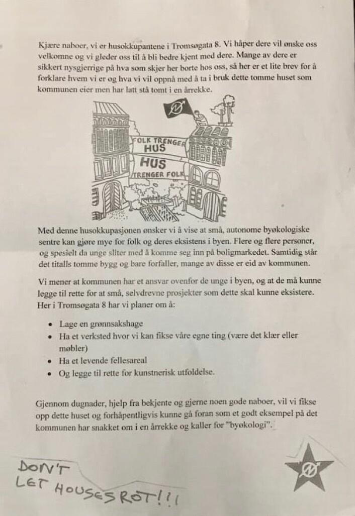 En velformulert og vennlig beskjed ble delt ut til alle naboene av okkupantene. Foto: Camilla Hammergren