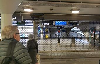 Jernbanetorget T-bane stengt etter ulykke. – Det står til liv