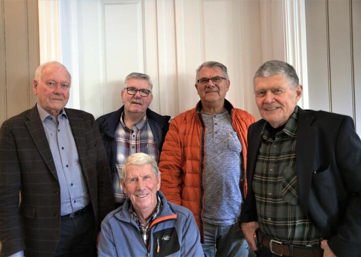 Fem av gutta fra c-klassen på Sagene skole 1949-1956. Fra venstre: Olav Dag Hauge, Terje Johansen, Torgeir Lindblad og Jan Abrahamsen. Foran: Arne Svendsen. Foto: André Kjernsli