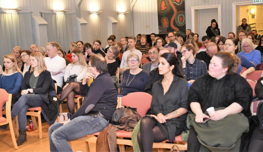 Deltakerne på Folkemøtet om Grønlands framtid onsdag kveld var klare i sin tale: — Bydelen har ikke blitt et mer utrygt sted å bo det siste året. Foto: Christian Boger