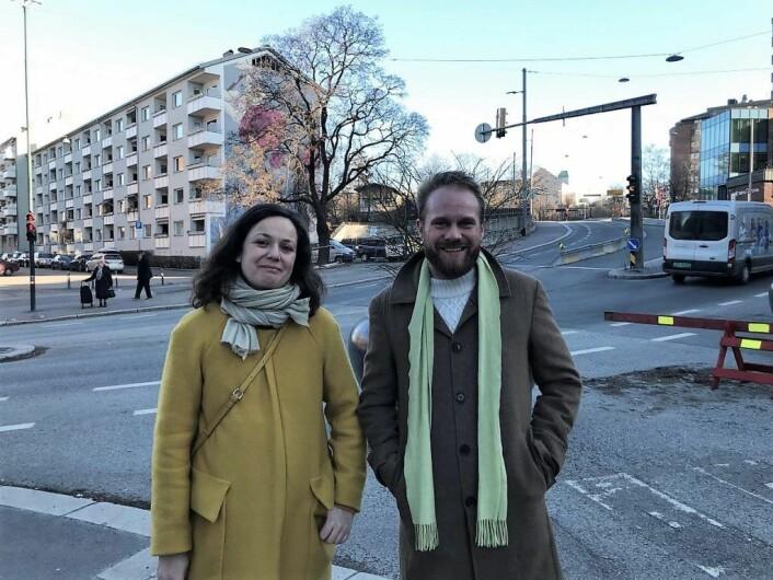 Veslemoy Blokhus Langvik og Stian Antonsen synes det har gått alt for lang tid uten at trafikksikkerhetstiltakene har blitt gjennomført. Foto: Sara Louise Svendsen