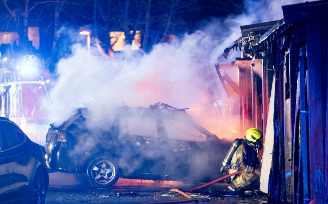 Brannvesenet fikk slukket brannen i bilen, som sannsynligvis ble påtent. Illustrasjonsfoto: Terje Pedersen / NTB scanpix