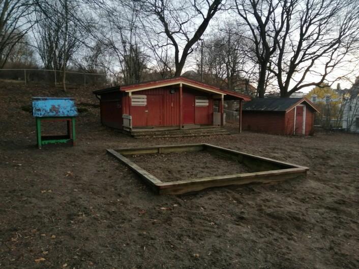 Geitmyrsveien lekepark ligger ved siden av St. Hanshaugen barnehage og blir nå brukt til både lekepark for barn og hundepark. Foto: Sara Greer Middelthon Moe