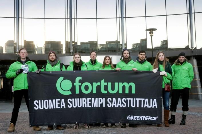 Greenpeace stilte opp på Aker brygge for å protestere mot at energiselskapet Fortum kjøper seg stort opp i kull. Foto: Johanna Hanno / Greenpeace
