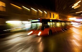 Gutt utsatt for vold og ran på buss på Smestad