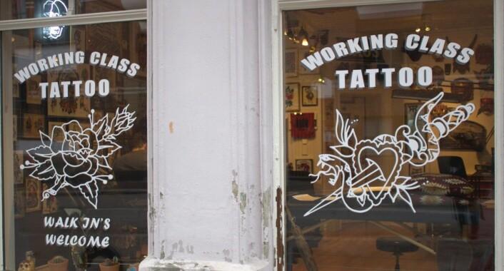 Working Class Tattoo Shop ligger på Grønland. Her sett utenfra. Foto: Cuiming Pang