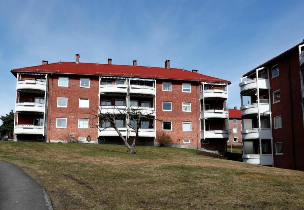 Beboere i disse blokkene på Etterstadsletta er blant dem som oppfordres til å fortsatt koke drikkevannet. Foto: Terje Pedersen / NTB scanpix