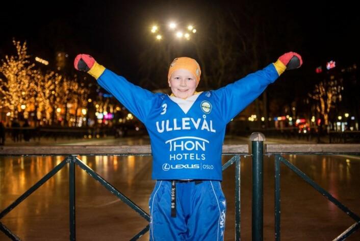 Bandy er gøy, sier ni år gamle Helle Sæthrang. Foto: Bjørnar Morønning
