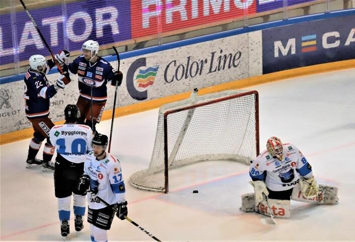 Jørgen Karterud (bak mål) kunne juble for scoring etter drøyt tre minutter. Foto:André Kjernsli