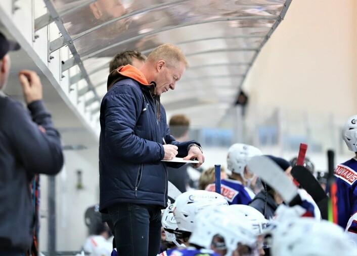 Roy Johansen noterer seg at Narvik scorer i undertall. Foto: André Kjernsli