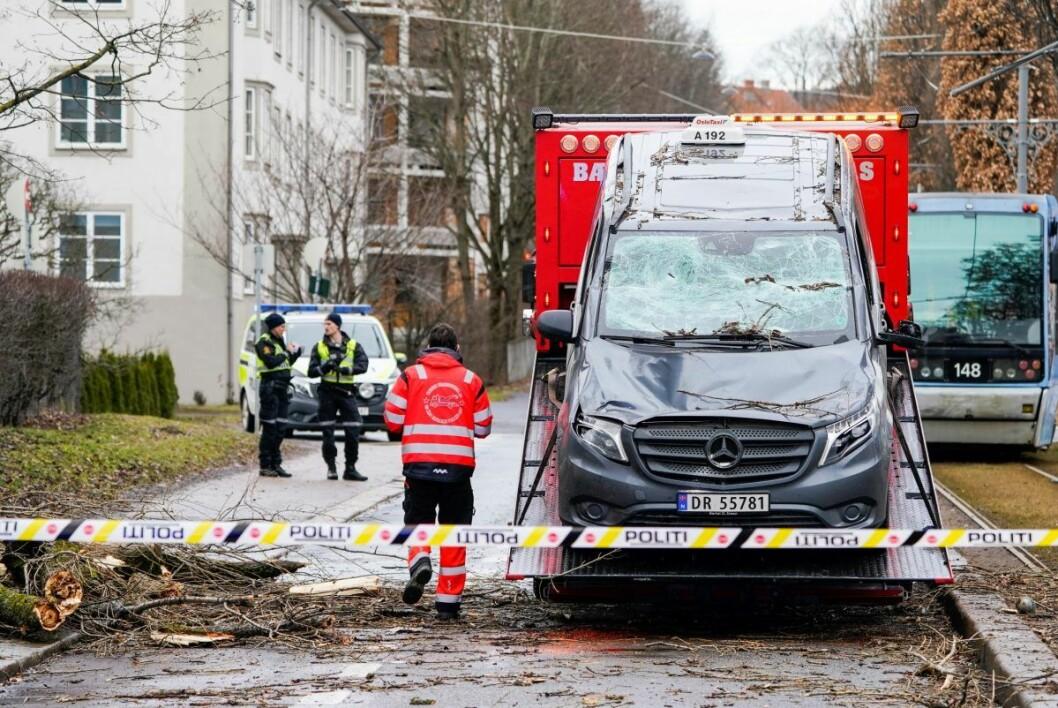 Drosjesjåføren slapp unna med lettere skader, opplyser politiet. Foto: Heiko Junge / NTB scanpix