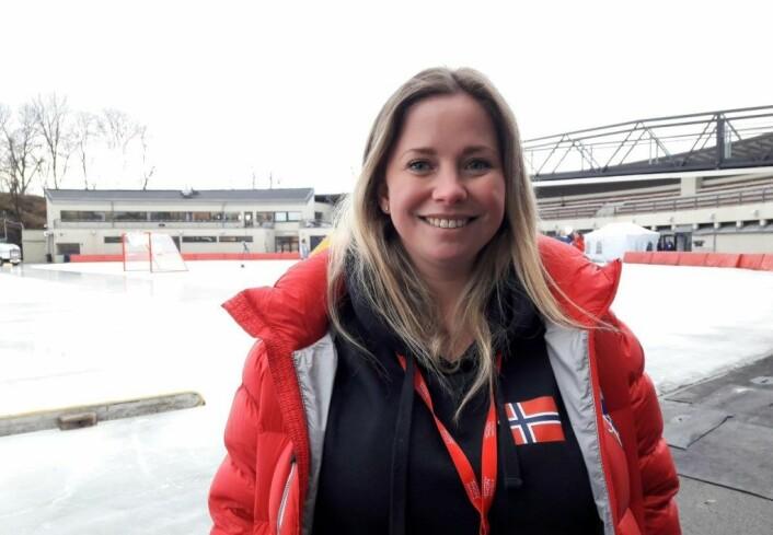 Landslagets manager Anine Ellefsen var stolt av lagets innsats i VM. Før bronsefinalen lovet hun nærmest et mål etter corner. Det ordnet Martine Holm etter bare elleve minutter av kampen. Foto: Anders Høilund