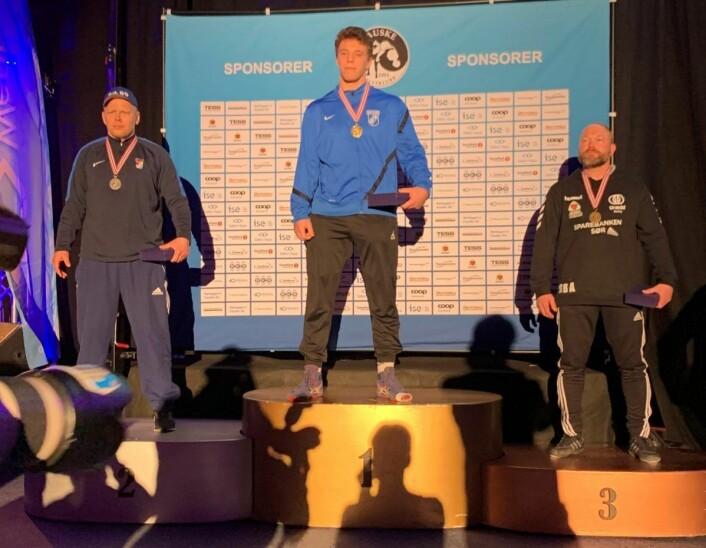 1. plass og NM-gull til tungvekteren Nikola Milatovic i 130 kg-klassen (øverst på pallen) og 2.plassen og sølvet til Tom Rune Ljosåk (til v.). Foto: Privat