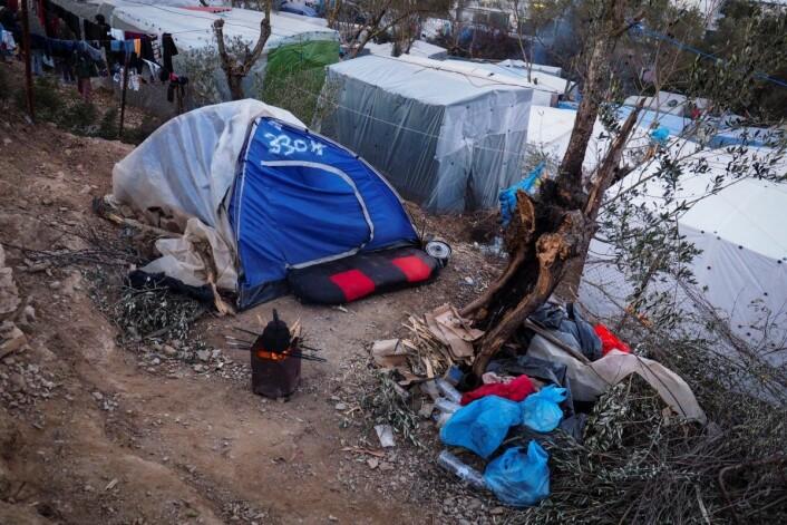 FN rapporterer om umenneskelige forhold for flyktningene i leiren Moria på den greske øya Lesvos. Mange av flyktningene er barn fra krigsområder. Foto: Knut Bry / Tinagent