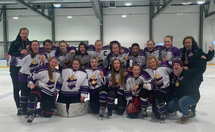 Grüners damelag i ishockey kan juble over å være seriemester i 1. divisjon 2019/20. Foto: Grüner hockey