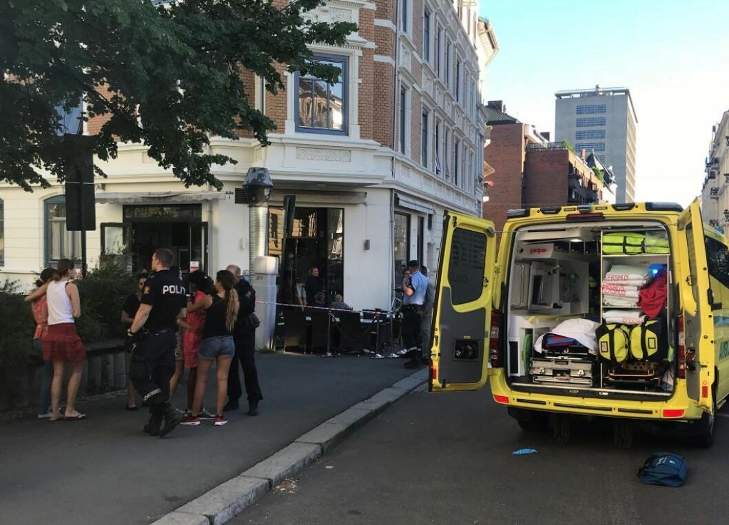 Den 27 år gamle kvinnen var på jobb ved Tiffani Café i Behrens gate på Frogner da hun ble knivstukket av mannen i 50-årene. Foto: Lars Eide / NTB scanpix