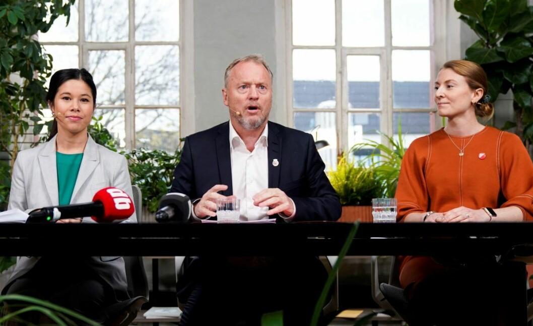 Lan Marie Berg (MDG, Raymond Johansen (Ap) og Sunniva Holmås Eidsvoll (SV) undertegnet erklæringen der byrådet vil ha boikott av israelske varer fra Vestbredden. Foto: Håkon Mosvold Larsen / NTB scanpix