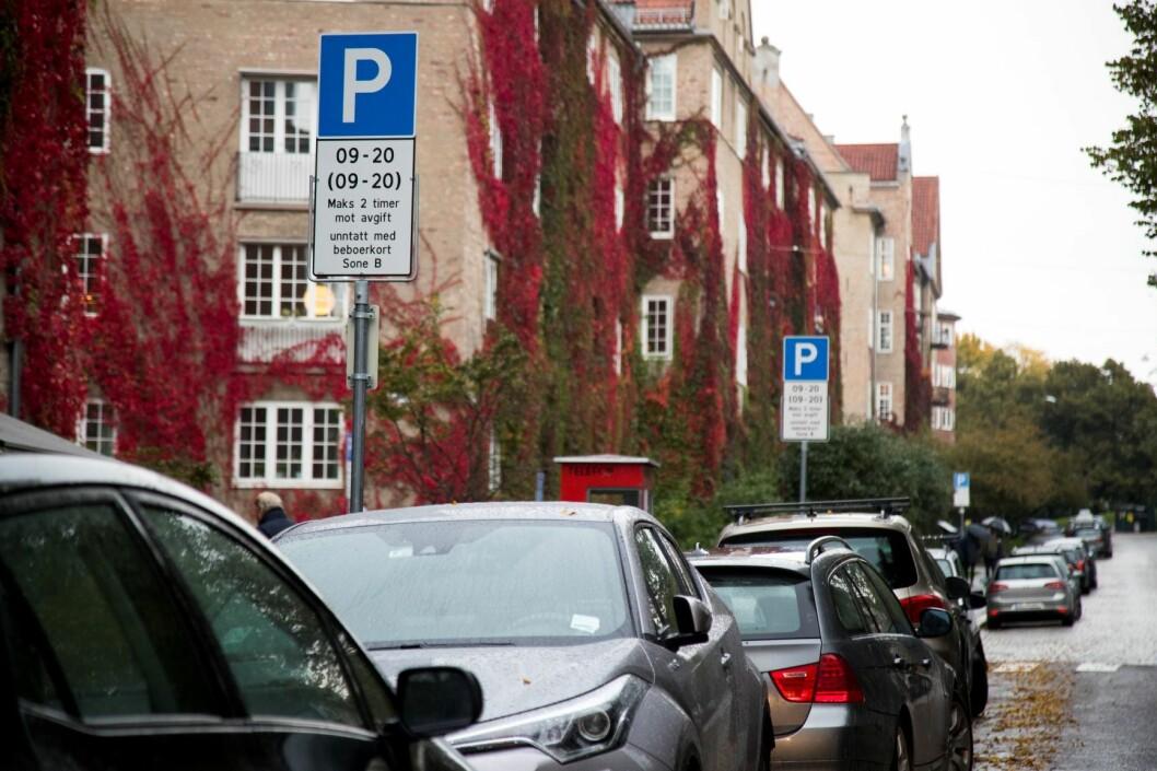 Her på Fagerborg er det beboerparkering. De aller fleste bilister må betale mer fra 1. mars. Foto: Heiko Junge / NTB scanpix