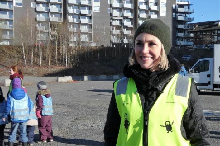 Gosha Szewczyk er lokal beboer. Hun mener at en stor park på denne tomta vil gjøre området mer attraktivt. Foto: Márcia Vagos