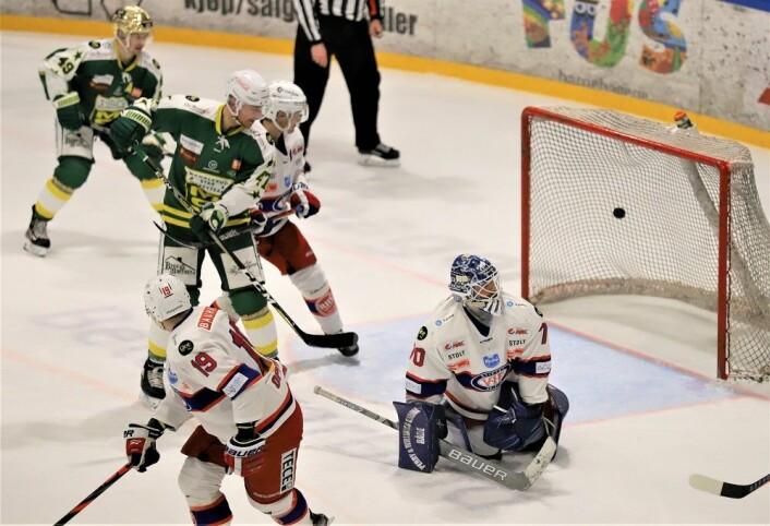 Steffen Søberg ble overlistet to ganger i første periode. Foto: André Kjernsli