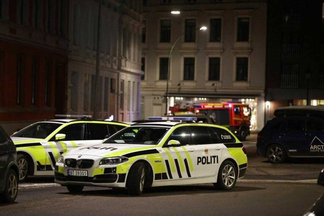 � Ut fra vitneforklaringene har vi fått opplyst at var en fest i en leilighet og at det er snakk om en ulykke, sier politiets operasjonsleder.  Foto: Ørn E. Borgen / NTB scanpix