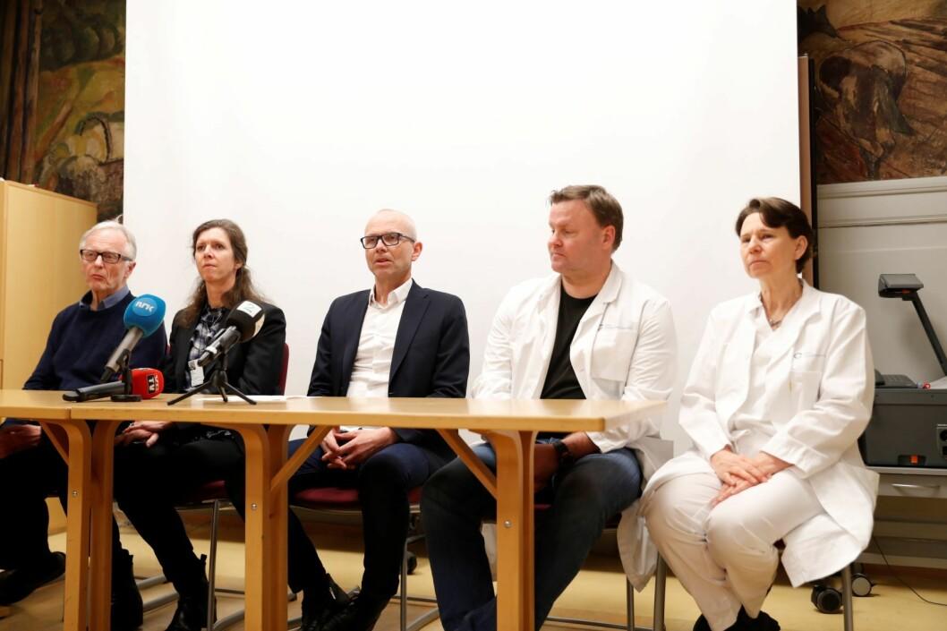 Fra pressekonferansen til Ullevål sykehus i forbindelse med koronaviruset. På bildet fra v. Egil Lingaas, Hilde Myhren, Bjørn Atle Bjørnbeth, Espen Rostrup Nakstad og Oona Dunlop. Foto: Terje Bendiksby / NTB scanpix