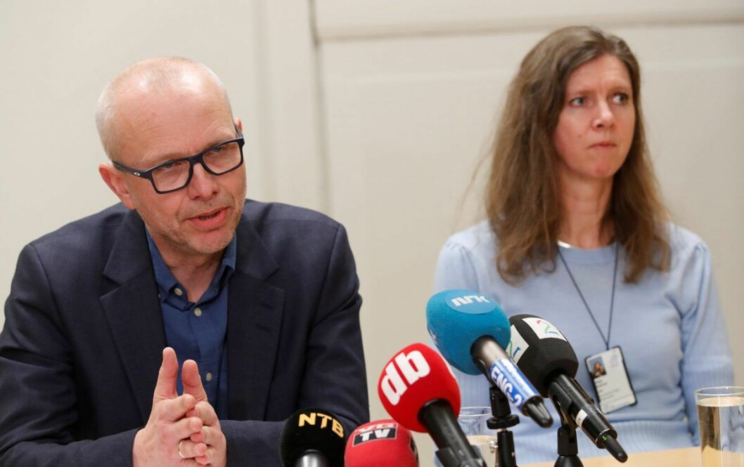 Oslo universitetssykehus inviterer til pressekonferanse på Ullevål sykehus i forbindelse med koronaviruset, Bjørn Atle Bjørnbeth (t.v.), adm dir ved OUS og Hilde Myhren, medisinsk direktør ved OUS. Foto: Terje Bendiksby / NTB scanpix