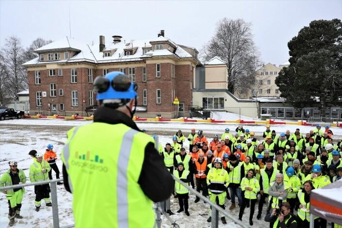 Over 100 fra alle sider av prosjektet hadde møtt opp for å feire byggestart. Foto: André Kjernsli