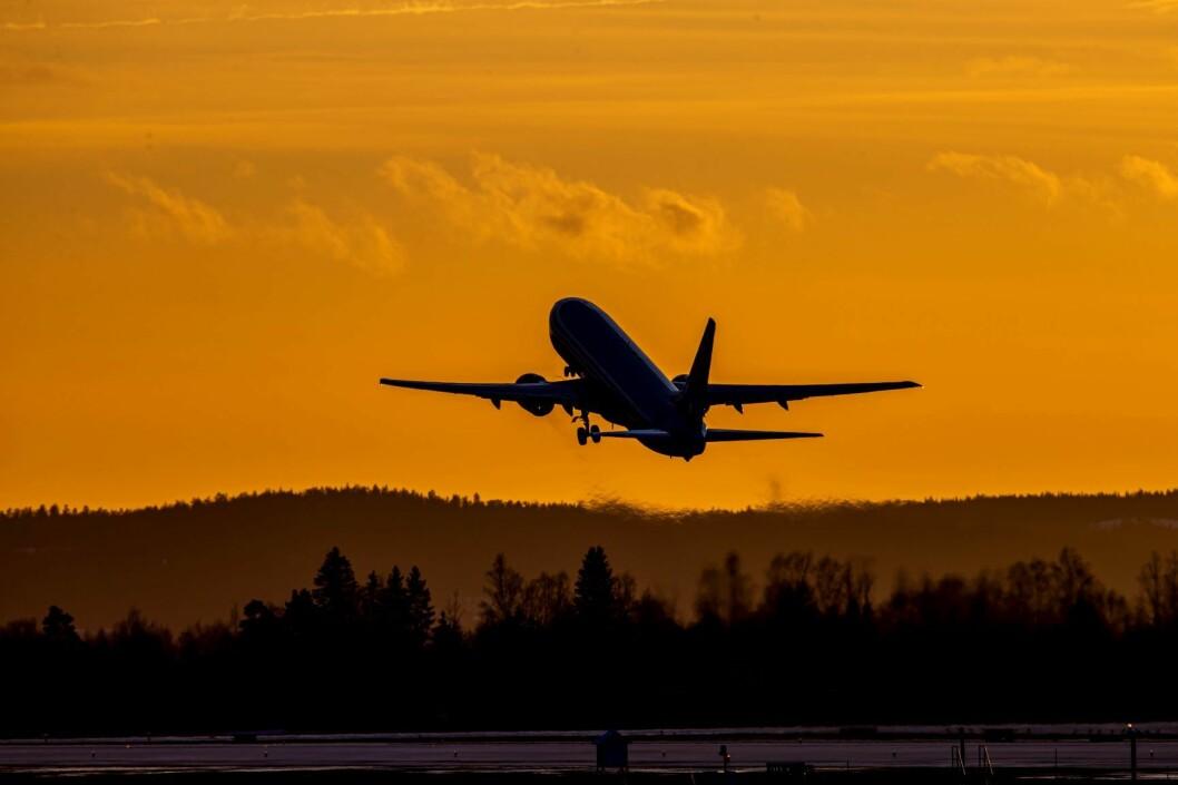 Annonser med slike bilder kan bli forbudt. På bildet letter et SAS-fly letter fra Oslo lufthavn. Foto: Håkon Mosvold Larsen / NTB scanpix
