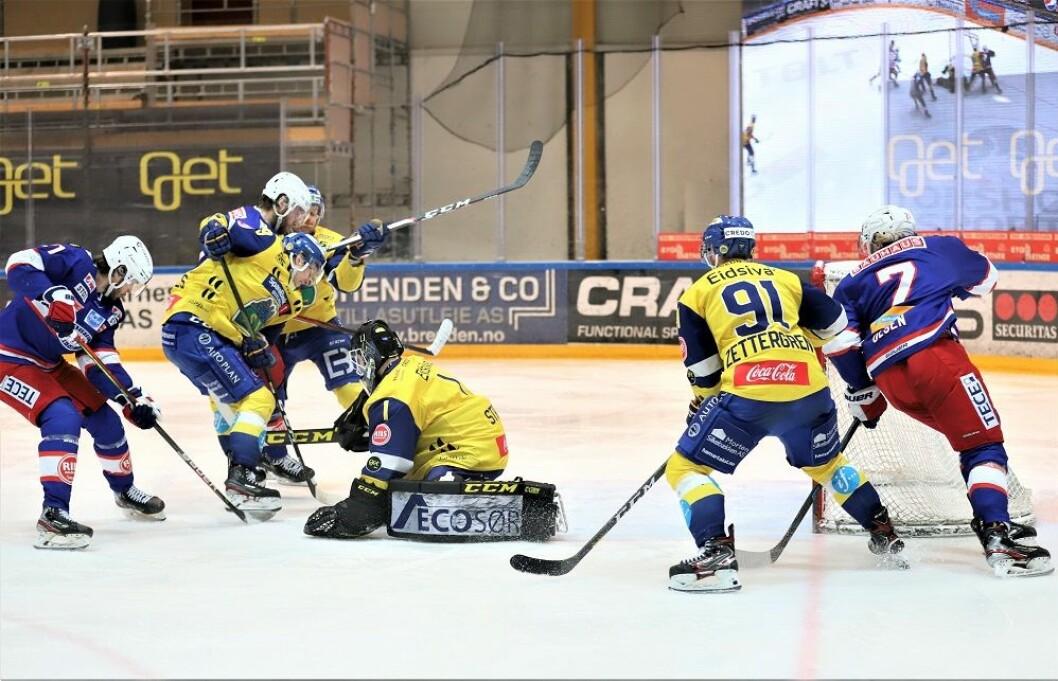 Gustaf Berling (til venstre) kommer akkurat for sent. Foto: André Kjernsli