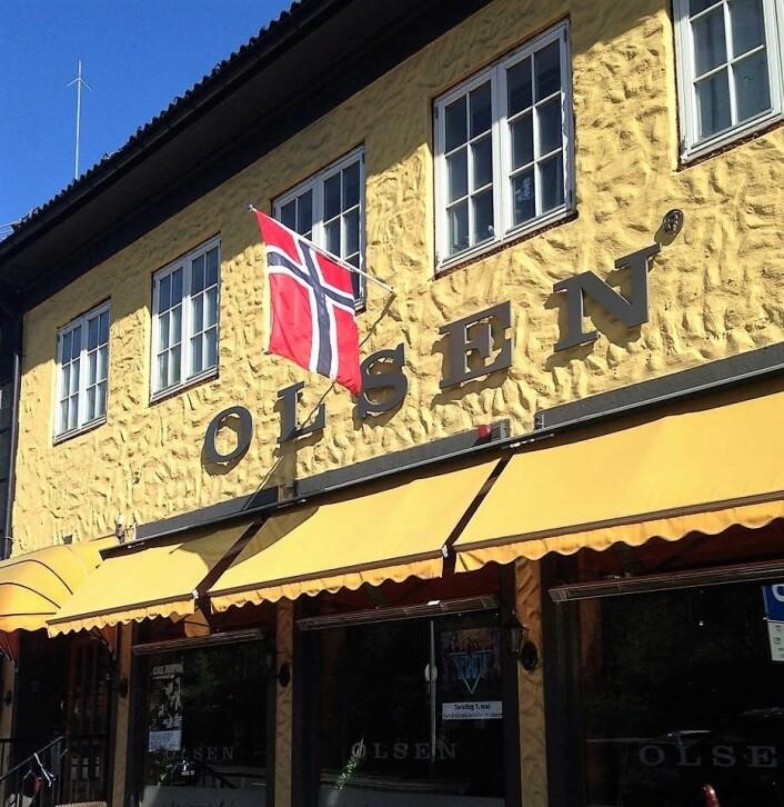 Fire fanger er det funnet feil i arbeidslistene hos Olsen restaurant. Nå går saken til Fylkesmannen. Foto: Tom Olsen