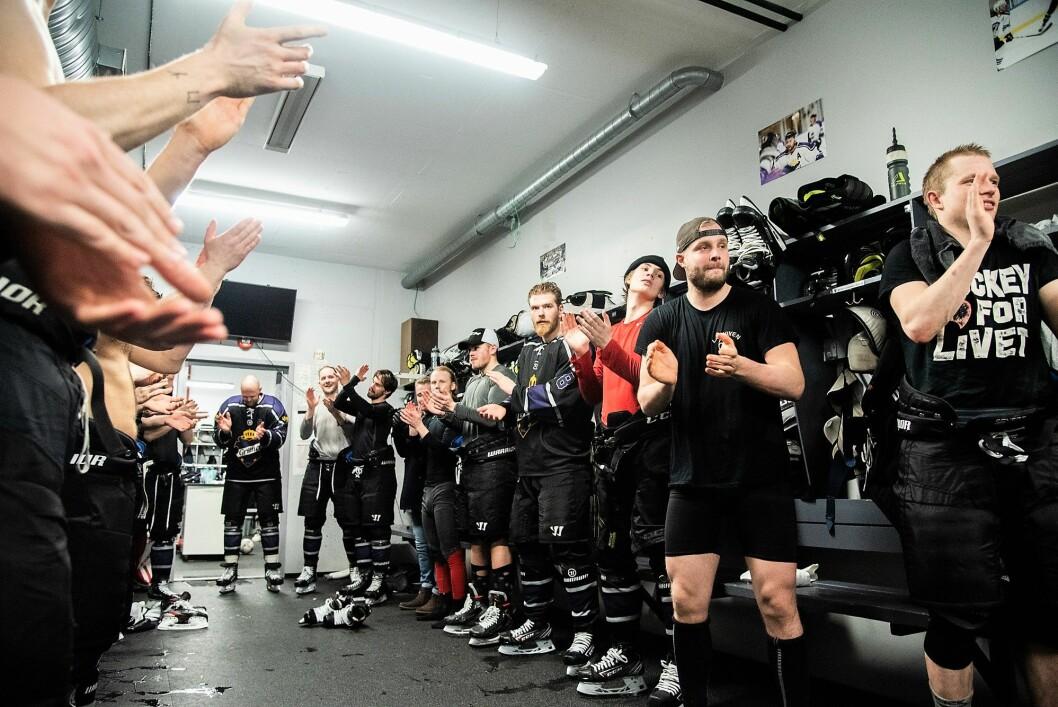 Grüners hockeygutter kunne slippe jubelen løs i garderoben etter å ha slått storebror Vålerenga 5-1 på  hjemmeis i Grüner ishall lørdag. Foto: Bjørnar Morønning