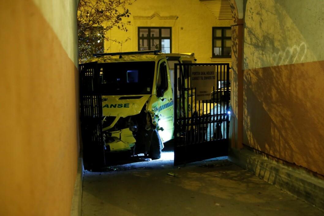 Flere kjøretøy og personer ble påkjørt av ambulansen før den ble stanset. Foto: Stian Lysberg Solum / NTB scanpix